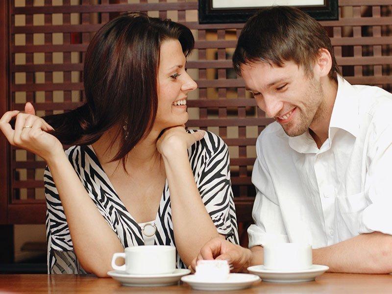 Les 6 signes pour savoir si vous plaisez à une femme