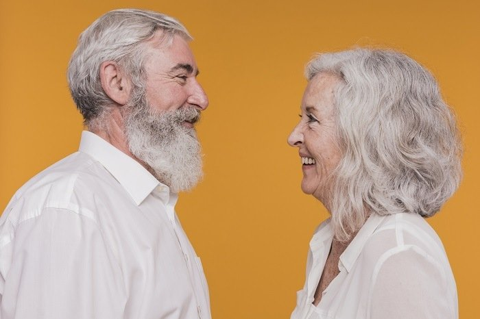 comment rencontrer une personne âgée